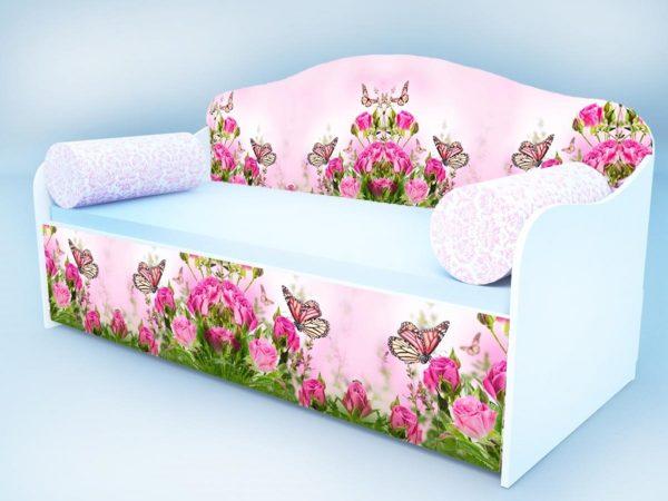 Диван-кровать бабочка в розах